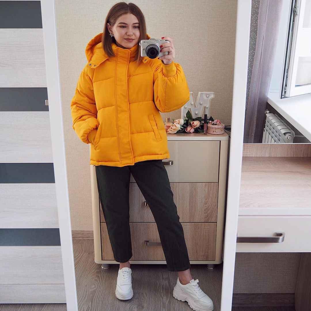 С чем носить желтую куртку фото_38