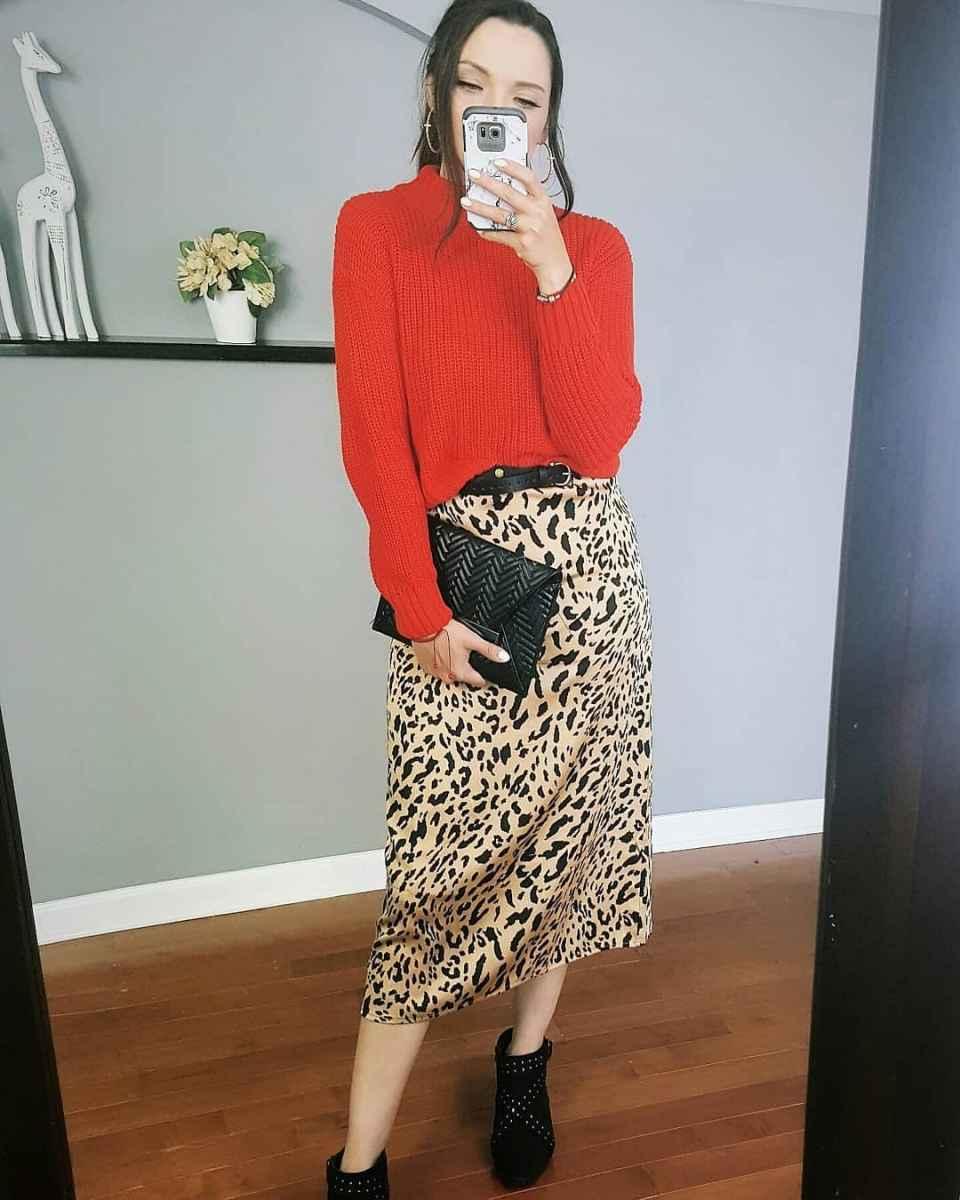 С чем носить красный свитер фото_29