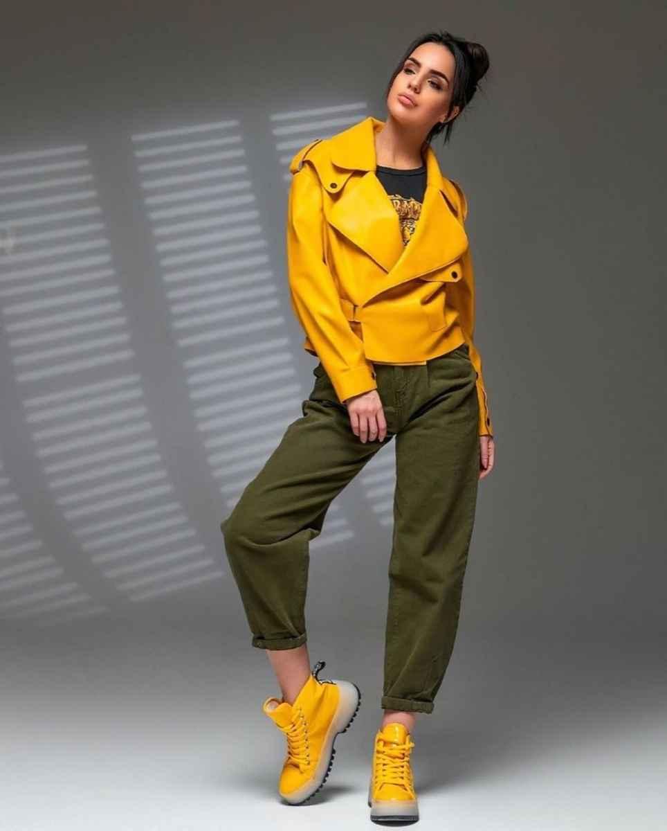 С чем носить желтую куртку фото_30