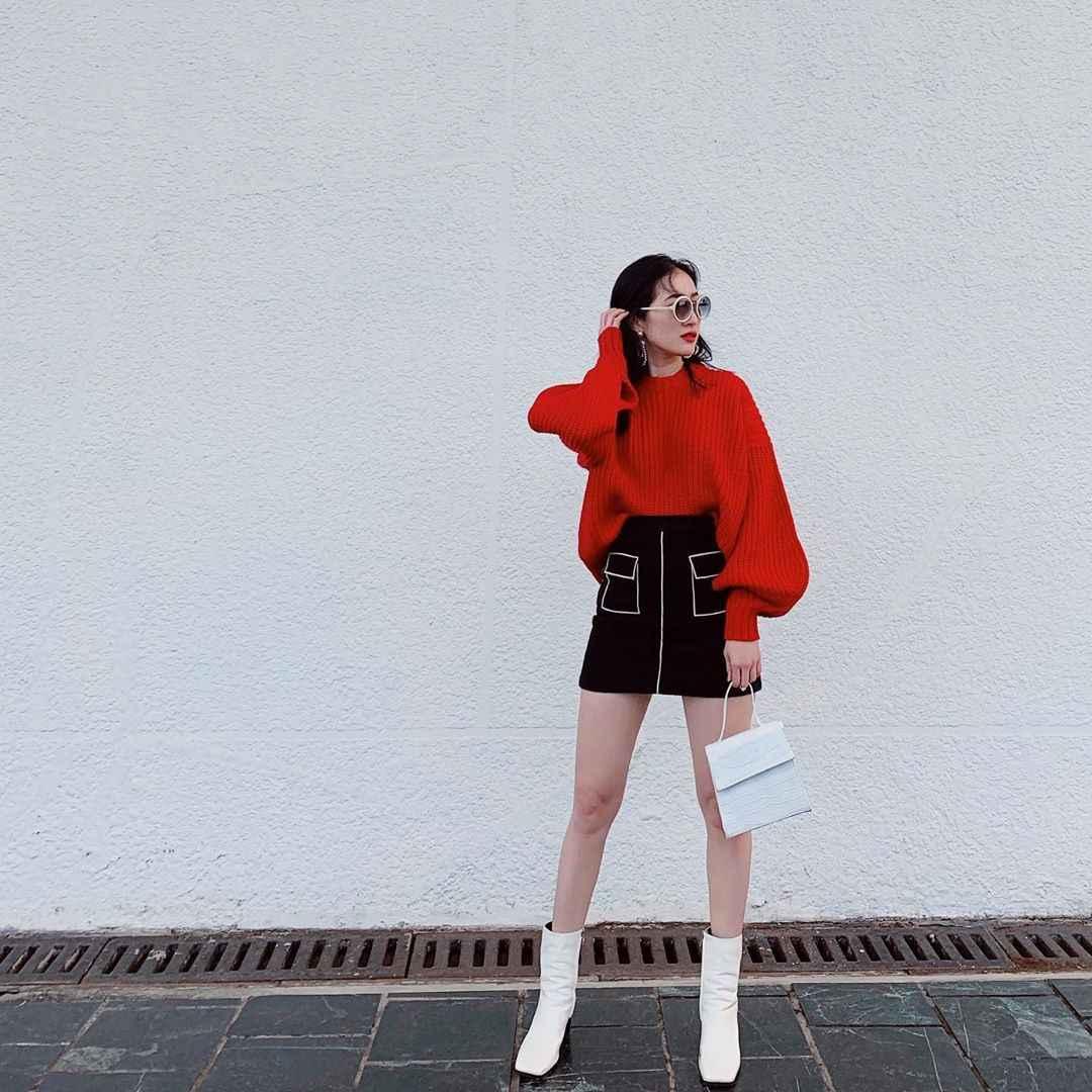 С чем носить красный свитер фото_44