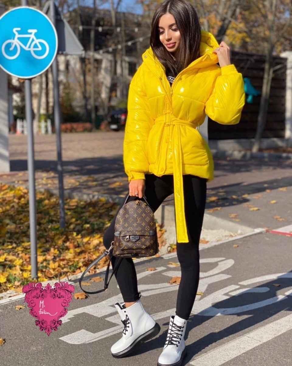 С чем носить желтую куртку фото_29
