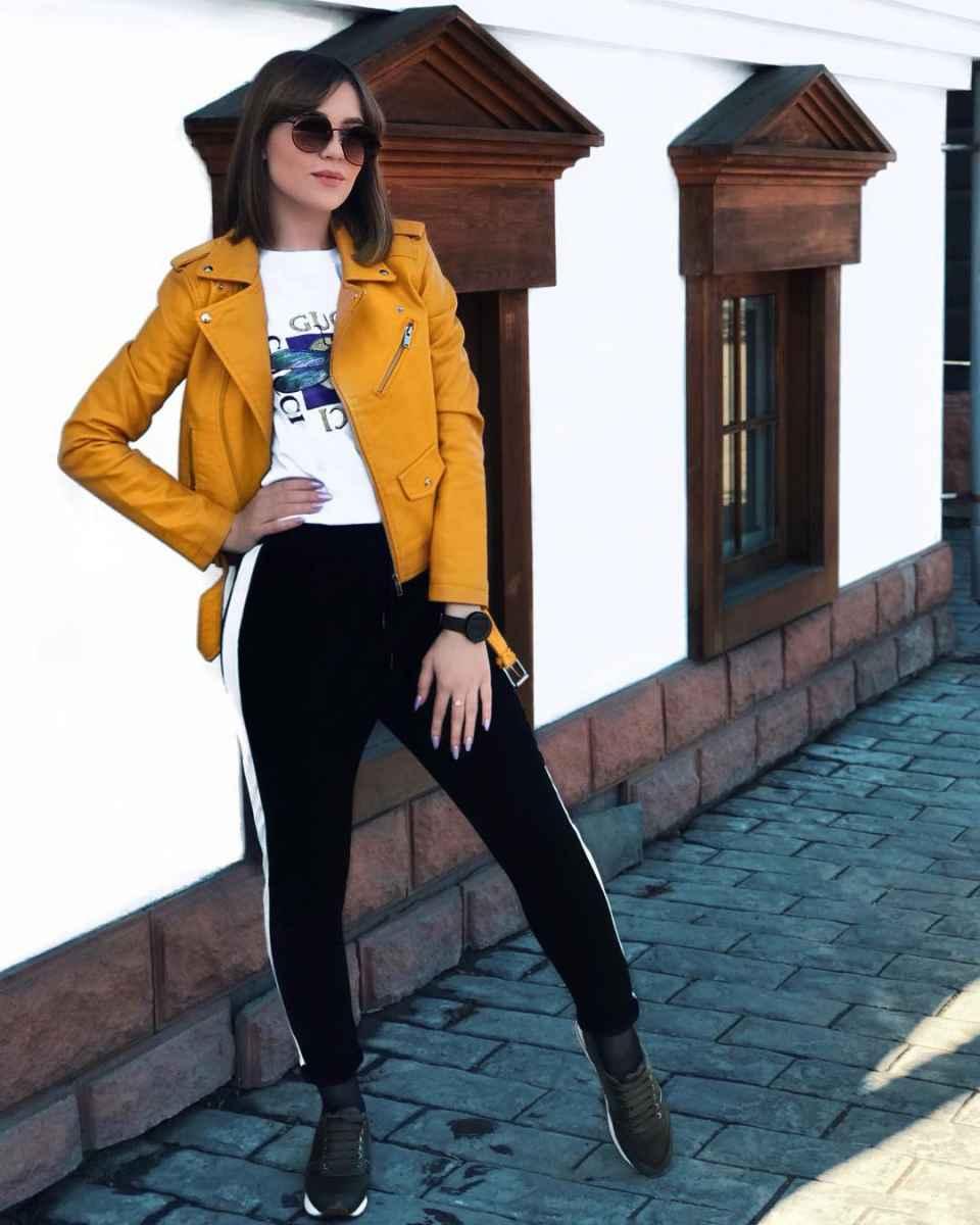С чем носить желтую куртку фото_22