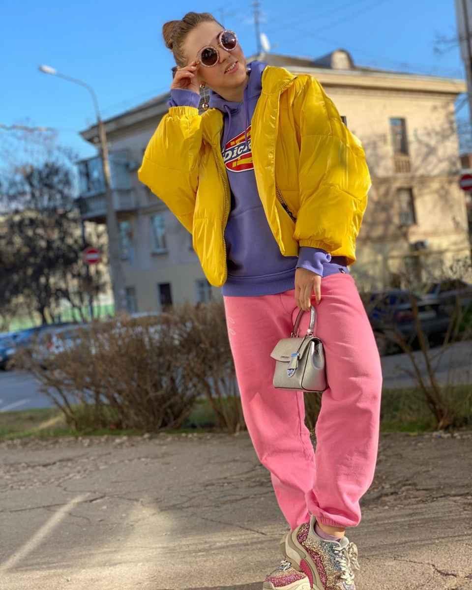 С чем носить желтую куртку фото_31