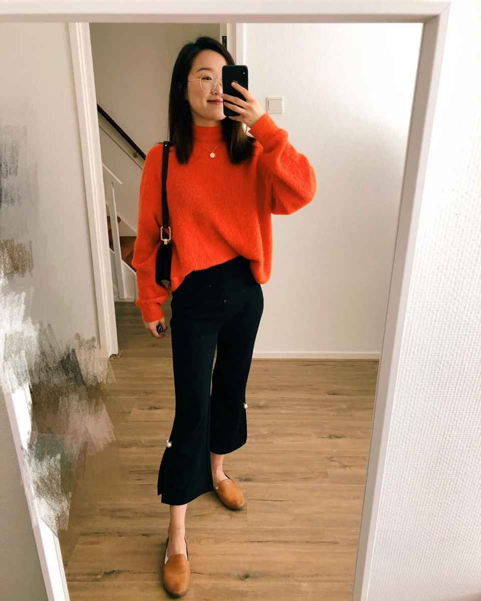 С чем носить красный свитер фото_32
