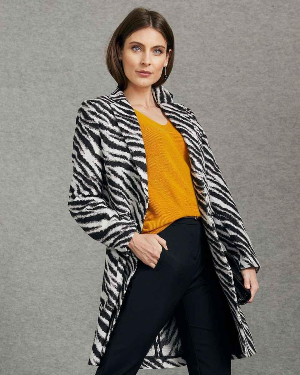 Модные фасоны пальто осень-зима 2020-2021 фото_15
