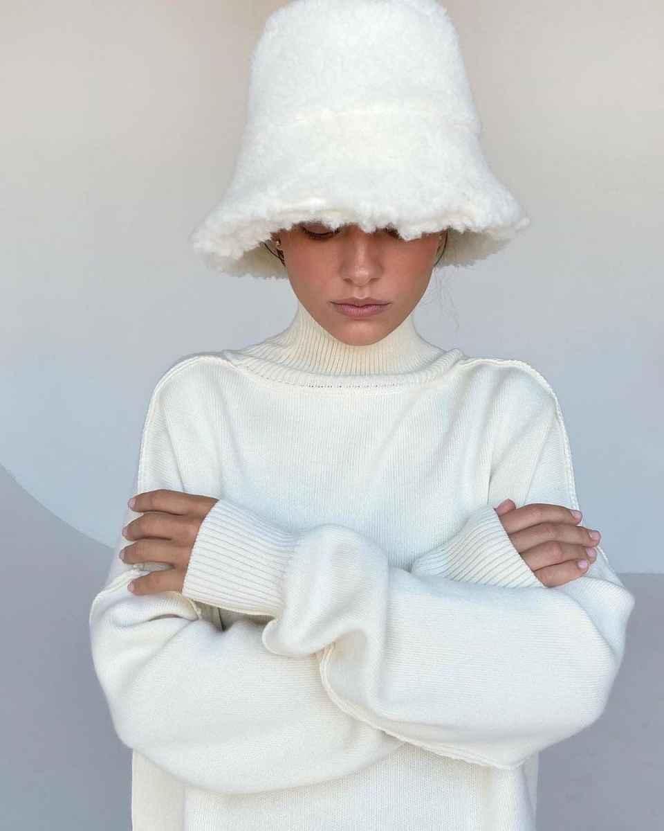 С чем носить панаму женскую осенью и зимой фото_39