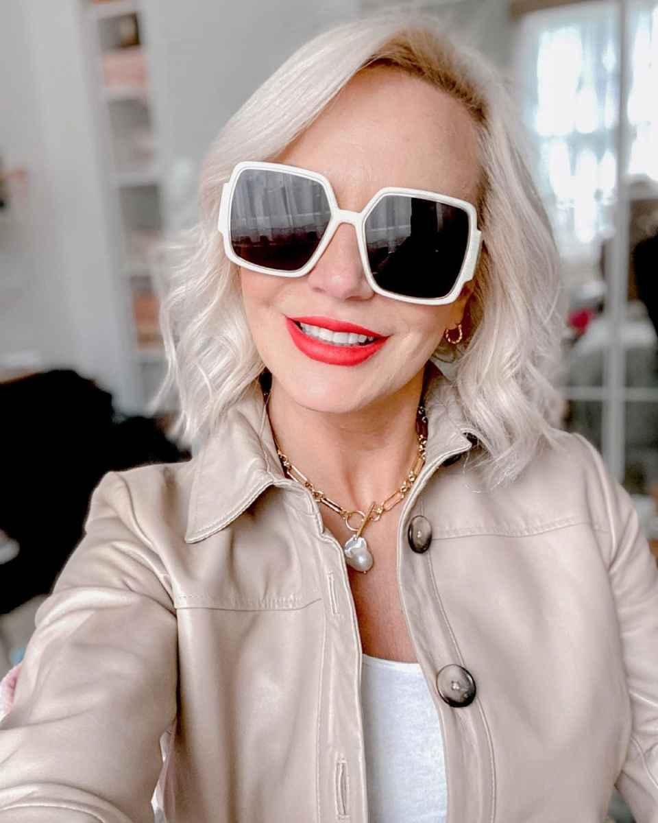 Модные солнцезащитные очки 2021-2022 для женщин после 40 фото_20