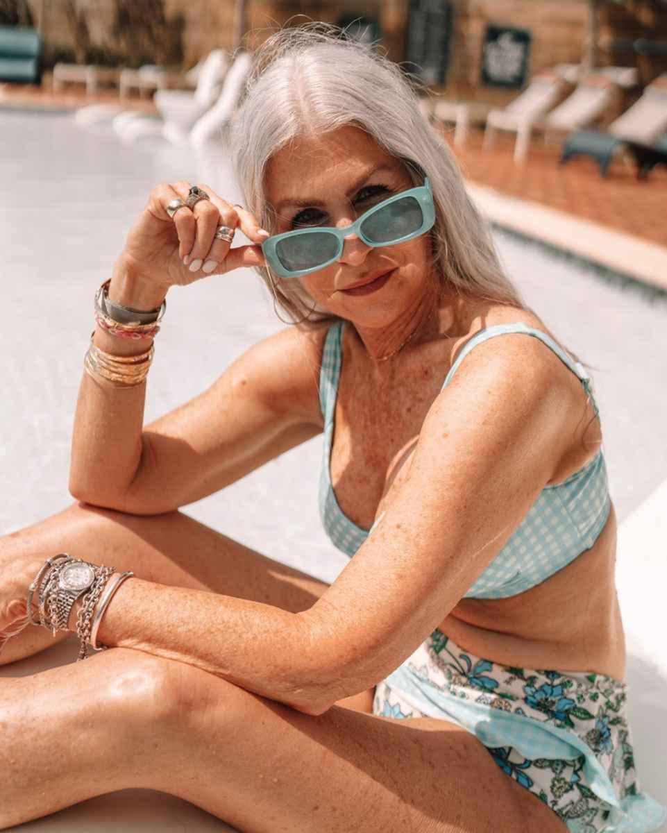 Модные солнцезащитные очки 2021-2022 для женщин после 40 фото_30