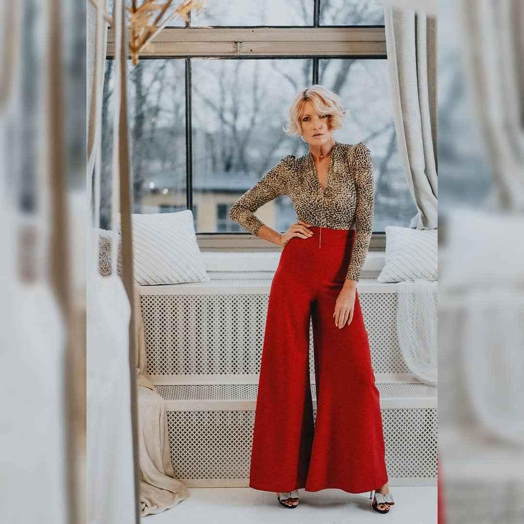 С чем носить брюки палаццо осенью и зимой 2021-2022 фото_10