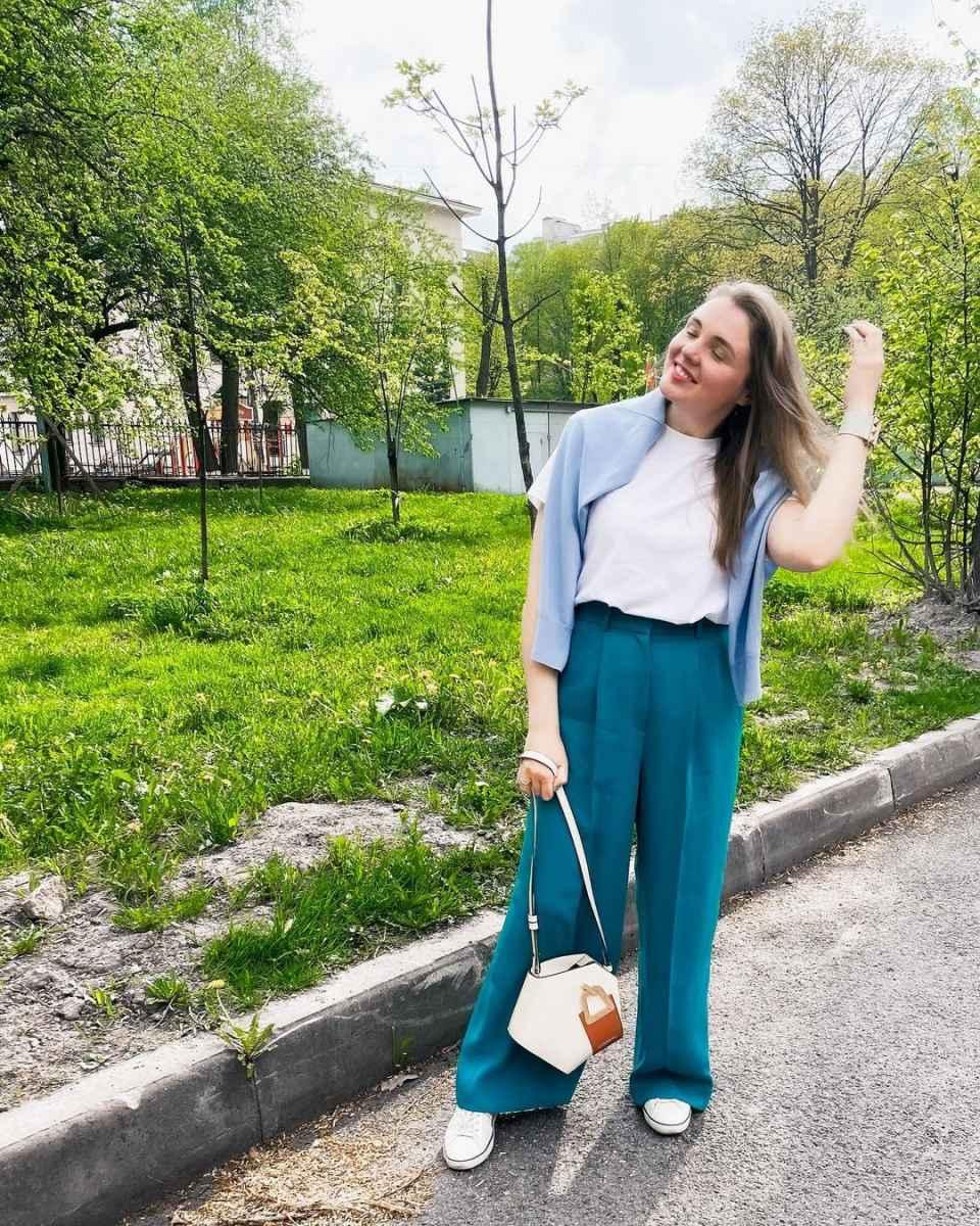 С чем носить брюки палаццо осенью и зимой 2021-2022 фото_15
