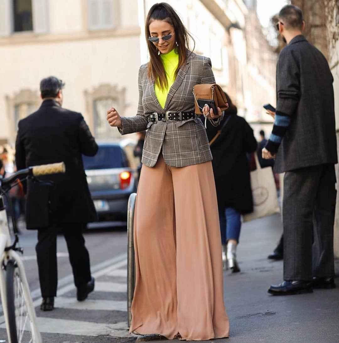 С чем носить брюки палаццо осенью и зимой 2021-2022 фото_8